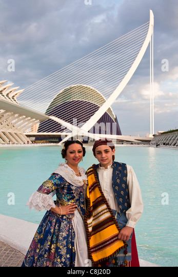 Spain, Europe, Valencia, City of Arts and Science, Calatrava, architecture, modern, Couple, traditional, outfit, - Stock-Bilder