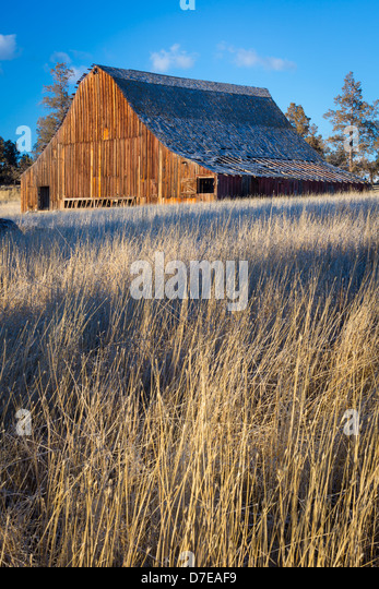 Bend oregon stock photos bend oregon stock images alamy for Barn builders oregon