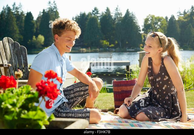 Couple enjoying lake party, Seattle, Washington, USA - Stock Image