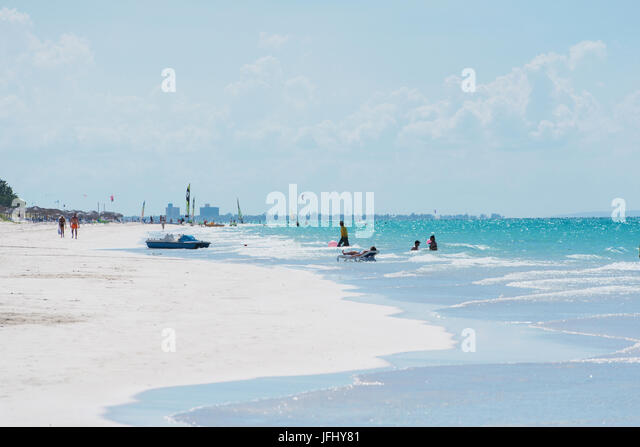 White beach with turquoise water in Cuba Varadero - Stock Image