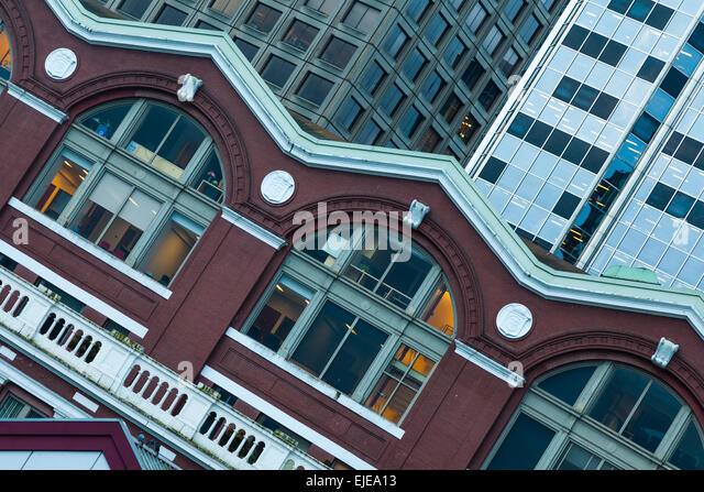 Contrasting building styles between the Waterfront Station and newer glass towers in Vancouver - Stock Image