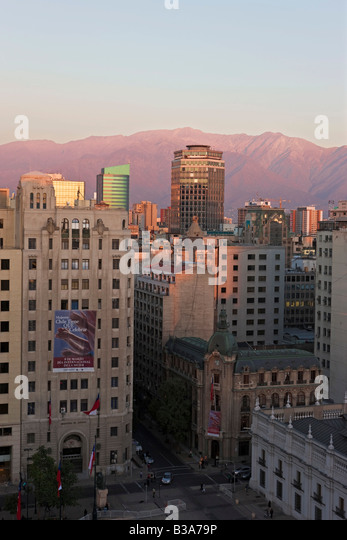 Chile, Santiago, Plaza de la Constitucion & city skyline with the Andes mountains - Stock Image