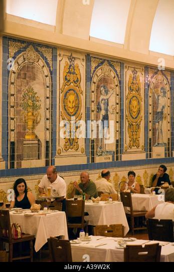 Portugal Lisbon La Cervejaria da Trindade Barrio alto Beer bar restaurant with azulejos - Stock Image