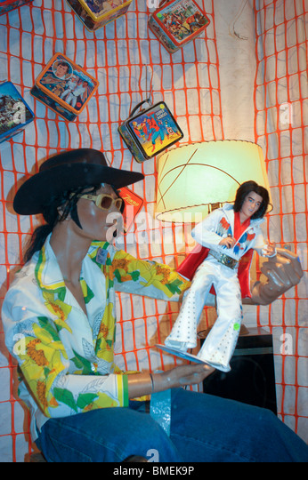 New York, NY, USA, Elvis Presley Doll Manikin on Display in Vintage Clothes Store Window in East Village - Stock Image