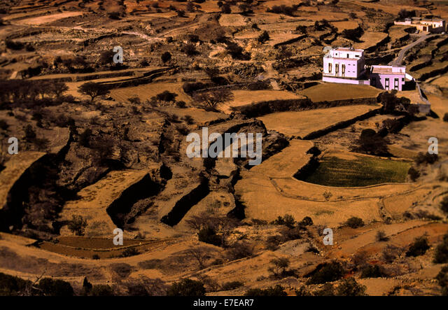 FARM HOUSES AND ARID FIELDS OF TERRACE FARMING IN ASIR  SAUDI ARABIA - Stock Image