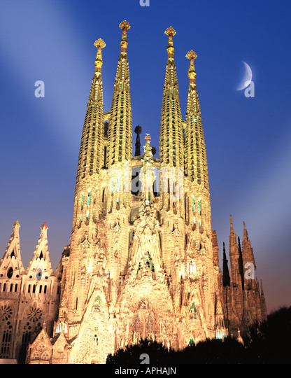 ES - BARCELONA: Temple de la Sagrada Familia by night - Stock Image
