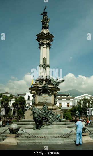 Equador's Independence monument , kept spick and span by cleaners, stands tall in the heart of colonial Quito - Stock Image