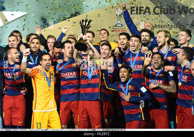Kanagawa, Japan. 20th Dec, 2015. Barcelona team group Football/Soccer : Andres Iniesta of Barcelona holds up the - Stock-Bilder