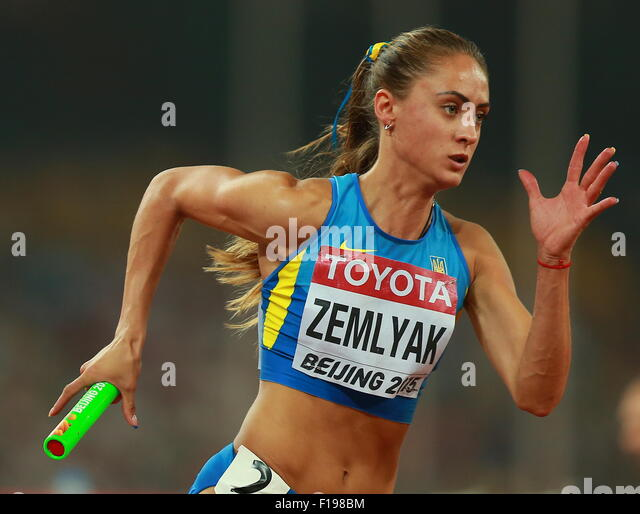 BEIJING, CHINA. AUGUST 30, 2015. Ukraine's Olha Zemlyak competes in the women's 4x400m relay final on Day - Stock-Bilder