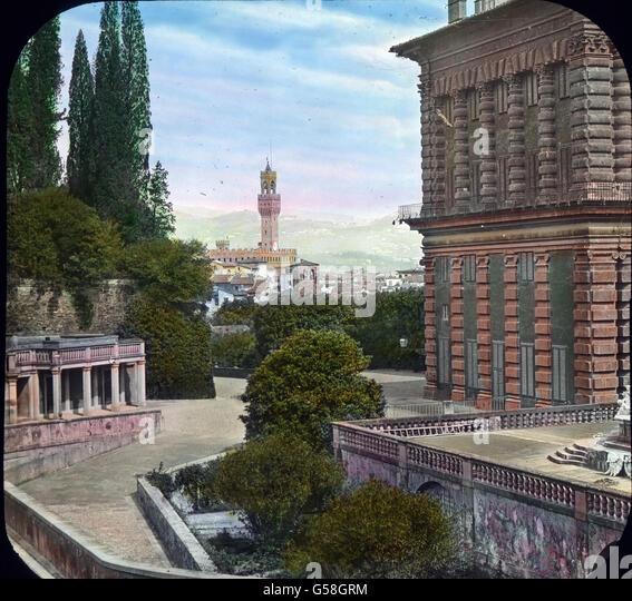 Wundervoll ist von hier die Aussicht auf den Palazzo Vecchio mit dem charakteristisch gezackten Turm des Nationalmuseums, - Stock Image