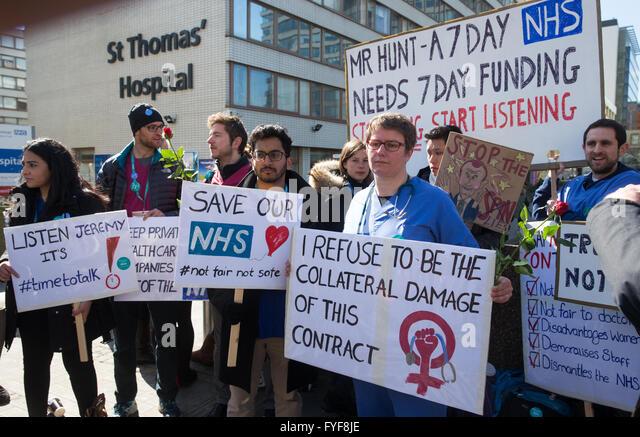 Junior doctors on the picket line outside St Thomas' hospital on Westminster Bridge. - Stock Image