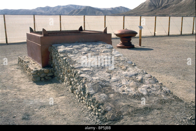 BRAZEN ALTAR? (EXODUS 27:1-8 38:1-7) LOCATED IN FRONT OF THE TENT OF TABERNACLE Model from the WILDERNESS TABERNACLE - Stock Image
