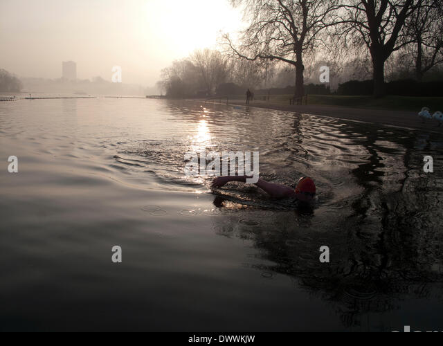 London, UK. 13th March, 2014. Early morning sswimming in the Serpentine Lake, Hyde Park, London.  At 9 degrees Centigrade - Stock Image