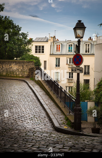 Alley on the butte of Montmartre in Paris, France - Stock Image