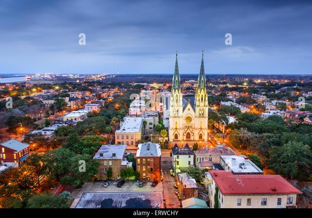 Savannah, Georgia downtown skyline at the Cathedral. - Stock-Bilder
