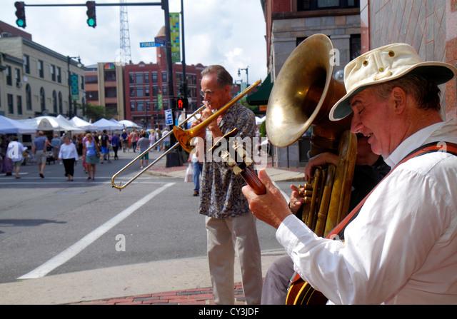 Portland Maine Congress Street WCSH 6 Sidewalk Art Festival artists vendors shopping jazz band free entertainment - Stock Image