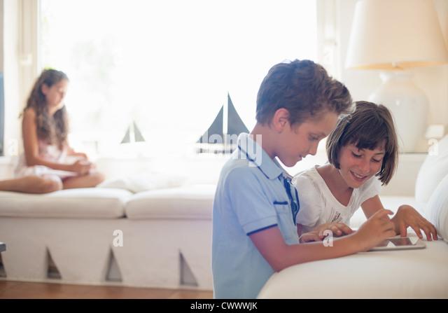 Children using tablet computer together - Stock-Bilder
