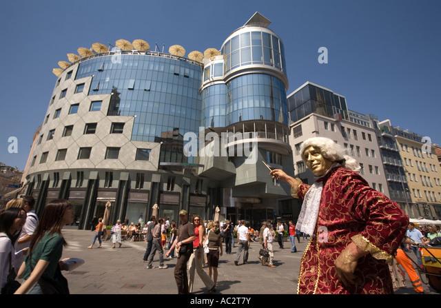 Vienna Stephansplatz Haas buidling people street artists - Stock Image