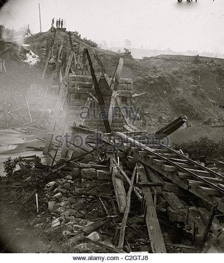 North Anna River, Va. Destroyed bridge of the Richmond and Fredericksburg Railroad - Stock Image