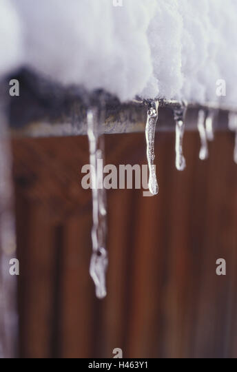 Icicles Roof Stock Photos Amp Icicles Roof Stock Images Alamy