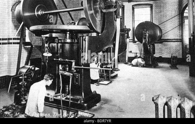 The Medal Press, the Royal Mint, Tower Hill, London, early 20th century. - Stock Image