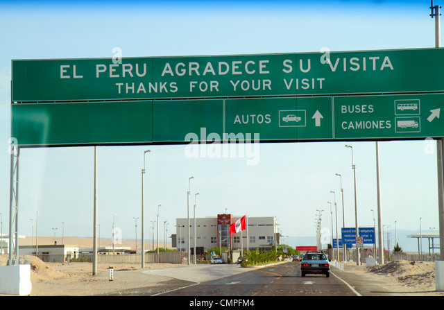 Peru Tacna Pan American Highway approaching Chile land border crossing point checkpoint highway sign bilingual Spanish - Stock Image