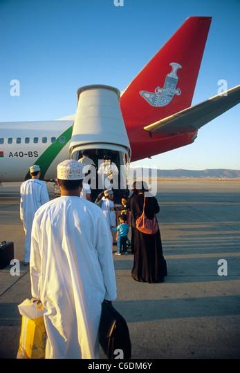 Oman Air in Parkposition am Fllughafen von Salalah,  Boarding, Airport Salalah, Oman - Stock-Bilder