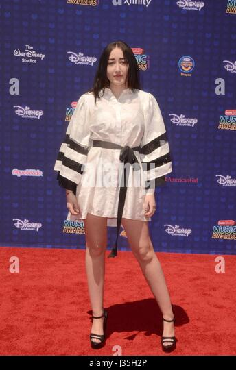 Noah Cyrus at arrivals for Radio Disney Music Awards - ARRIVALS, Microsoft Theater, Los Angeles, CA April 29, 2017. - Stock-Bilder