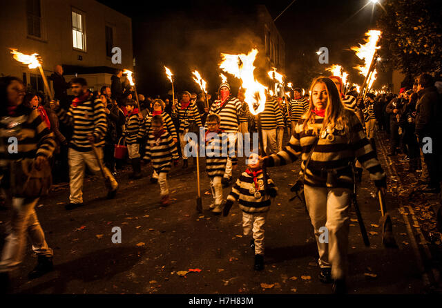 Lewes, UK. 5th November 2016. Lewes Bonfire Night Celebrations. The annual 5th November celebrations in Lewes, East - Stock Image