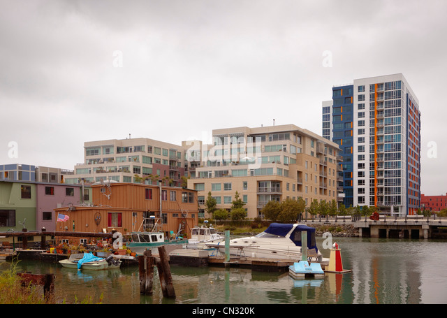 House boats and luxury homes on Mission Bay, San Francisco, California, USA - Stock Image