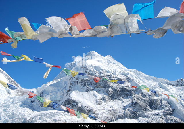 Mount Everest and Prayer Flags - Stock-Bilder