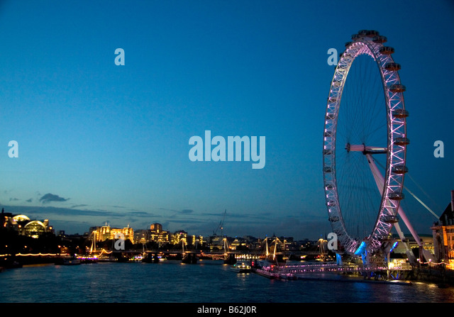 The London Eye at night along the River Thames in London England - Stock-Bilder
