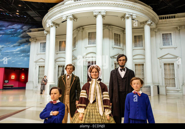Springfield Illinois Abraham Lincoln Presidential Museum inside life-size life-like statues Mary Todd children family - Stock Image