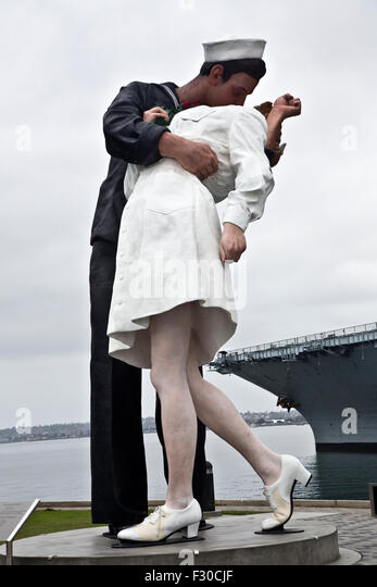 sailor kissing nurse marks the end Greta friedman, the nurse kissed by a sailor in the iconic photo taken in times square on v-j day at the end of wwii in 1945, has died at 92, her son says.