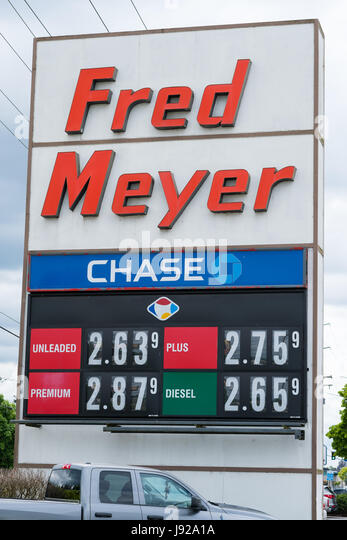 Gas Prices Sign in Oregon at Fred Meyer - Stock Image