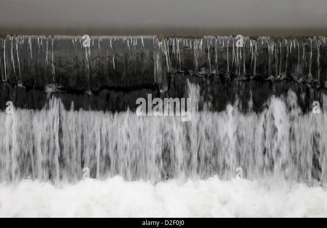 Overflow at weir on River Cam Milton - Stock Image