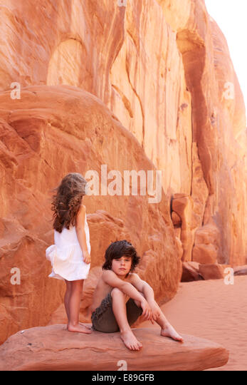 Boy and Girl on Rock at Arches National Park - Stock-Bilder