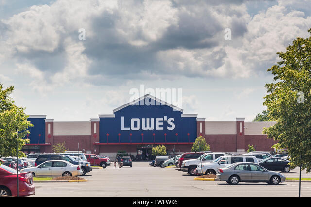 Lowe's DIY and gardening superstore in Gainesville, Virginia, USA - Stock Image