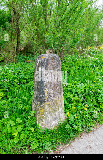 OXFORD CITY THE STONE PILLAR BESIDE THE GUT PATH ON THE RIVER THAMES IN SPRINGTIME - Stock Image