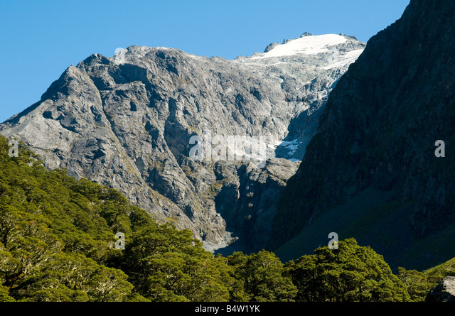 Peaks above the road to Milford Sound, Fjordland, South Island, New Zealand - Stock Image