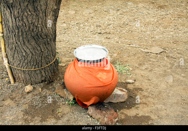 Earthen pot of water ; India - Stock Image