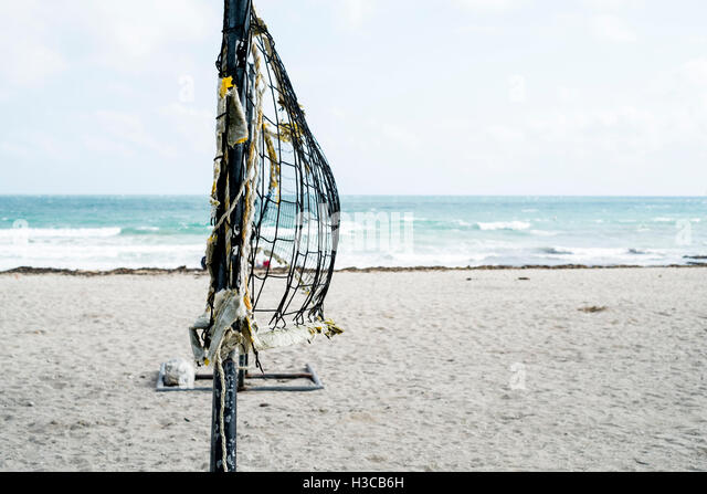 Beach volleyball net blowing in the wind at Gyllyngvase (Gylly) beach, Falmouth Cornwall. - Stock Image