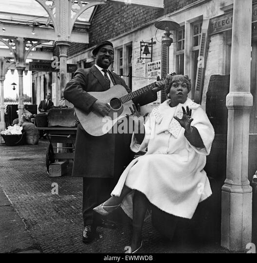 Granada TV films their 'Blues and Gospel Train' music show at the derelict railway station of Wilbraham - Stock Image