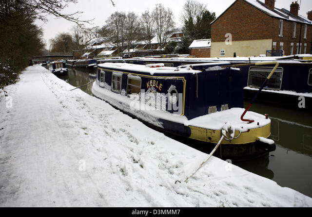 Winter on the South Oxford Canal Jericho City of Oxford Oxfordshire Oxon England boat narrowboat narrowboats snow - Stock Image