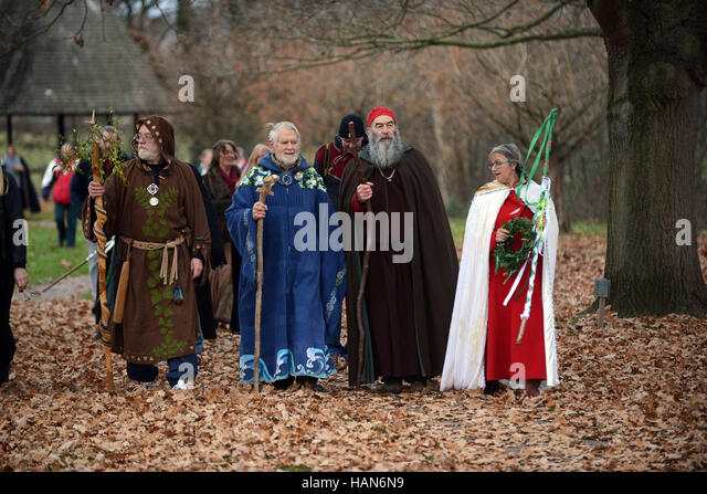 Tenbury Wells, Worcestershire, UK. 03rd Dec, 2016. Druids in procession at the blessing of the mistletoe ceremony - Stock Image