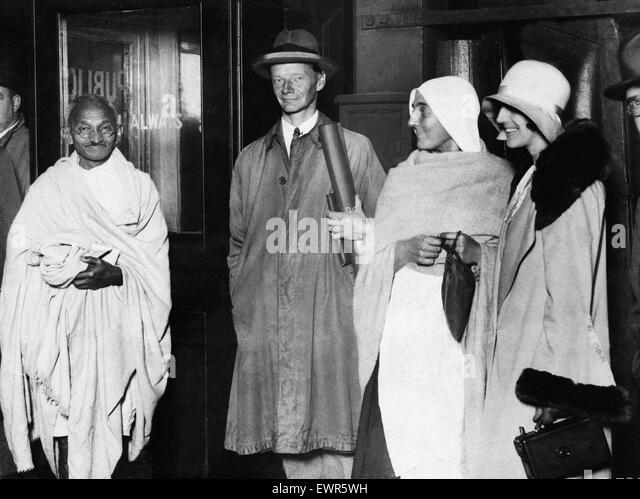 a biography of mahatma gandhi a leader in the indian independence movement Mahatma gandhi indian independence movement primary sources books gandhi i see in the picture that they are showing that gandhi is a leader because he was.