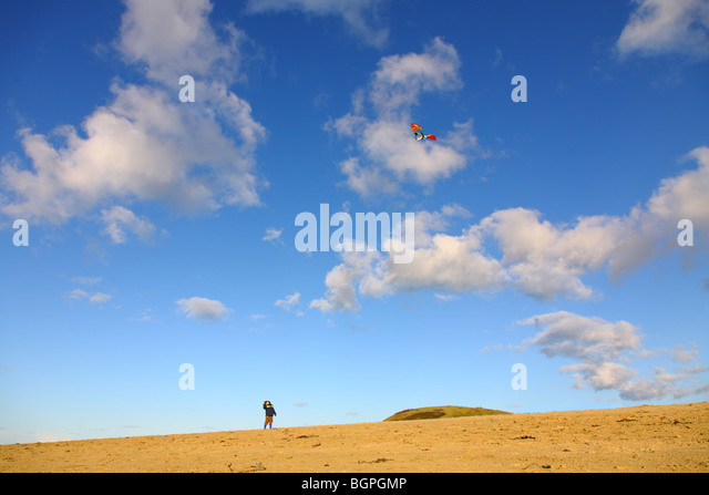 boy flying kite on beach - Stock Image