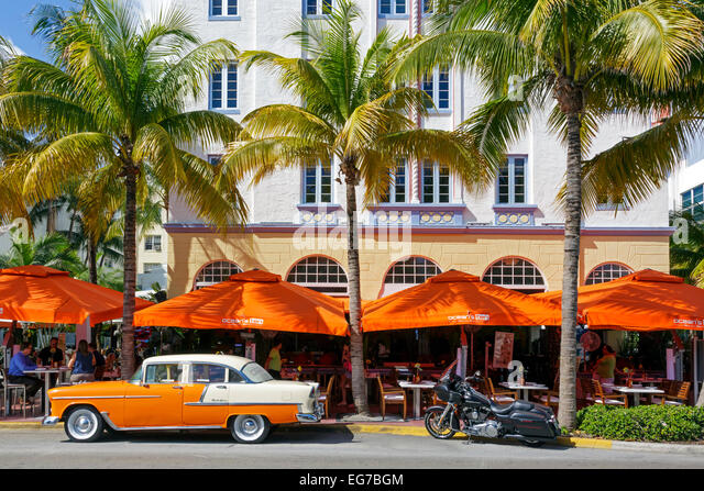 Art Deco building design on Ocean Drive, South Beach Miami, Florida, USA with a cafe restaurant below - Stock-Bilder