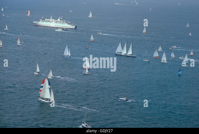 AJAX NEWS PHOTOS. 1978. ST.MALO, FRANCE. - START OF THE FIRST ROUTE DU RHUM RACE IN THE BAY OF ST.MALO. PHOTO:JONATHAN - Stock Image