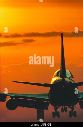 Boeing 747 jumbo jet airliner landing at sunset - Stock Image